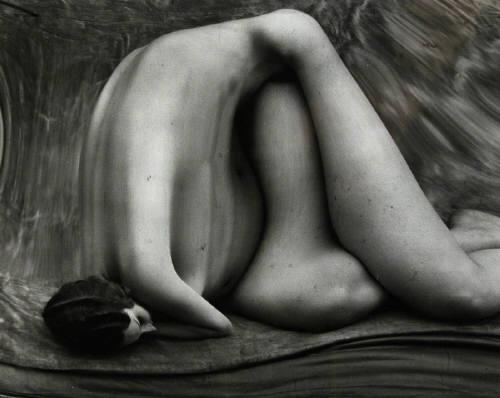Crépuscule des idoles / Friedrich Nietzsche dans Flux Andre_Kertesz_Distortion