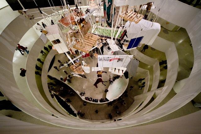 Produire une culture du dissensus : hétérogenèse et paradigme esthétique / Félix Guattari dans Chimères Maurizio-Cattelan-au-Guggenheim-de-New-York