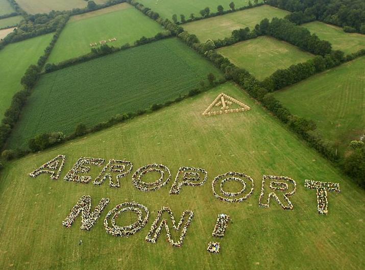 11 mai 2013 : une chaîne humaine contre le projet d'aéroport de Notre-Dame-des-Landes dans Action aeroport-notre-dame-des-landes-non