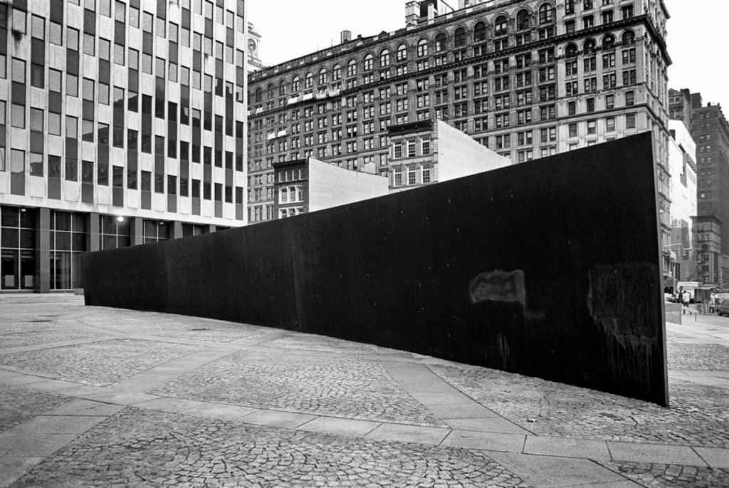 Les déplacements du politique dans l'art contemporain / Christiane Vollaire dans Flux tilted-arc-richard-serra-by-david-aschkenas