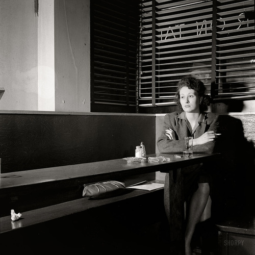 Misty / Sarah Vaughan / Erroll Garner / Johnny Burke dans Pitres esther-bubley-washington-d.c.-girl-sitting-alone-in-the-sea-grill-a-bar-and-restaurant-waiting-for-a-pickup.-april-1943-1