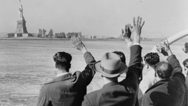 Ellis Island / Georges Perec dans Dehors arriv-e-migrants-ellis-island-3-10676417zoflf_1713