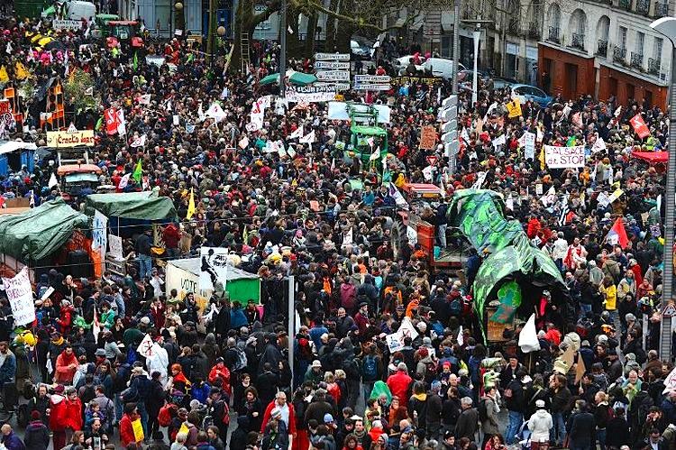 622550-manifestation-des-opposants-a-l-aeroport-de-notre-dame-des-landes-le-22-fevrier-2014-a-nantes