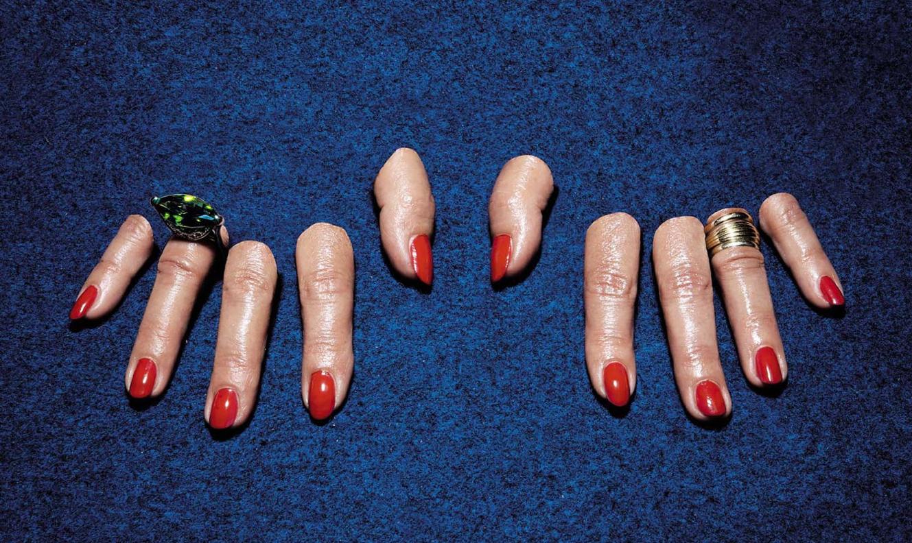 cattelan doigts